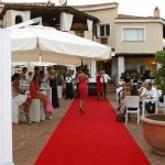 An ordinary society evening at Porto Cervo with the opening of Ferrari Spazio Bollicine