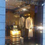 Ferrari in passerella nelle boutique di Corneliani e Versace per ?La vendemmia di via Montenapoleone?