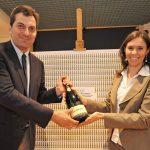 Festa grande a La Stampa di Torino per la consegna delle 1.000 bottiglie di Ferrari Brut per il ?Titolo dell?Anno?