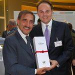 A Washington Matteo Lunelli ha offerto al ministro La Russa la bottiglia Ferrari che ricorda il 150° dell?Unità d?Italia